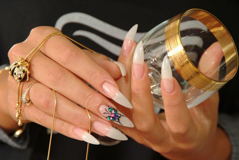 Прозрачные ногти красивые