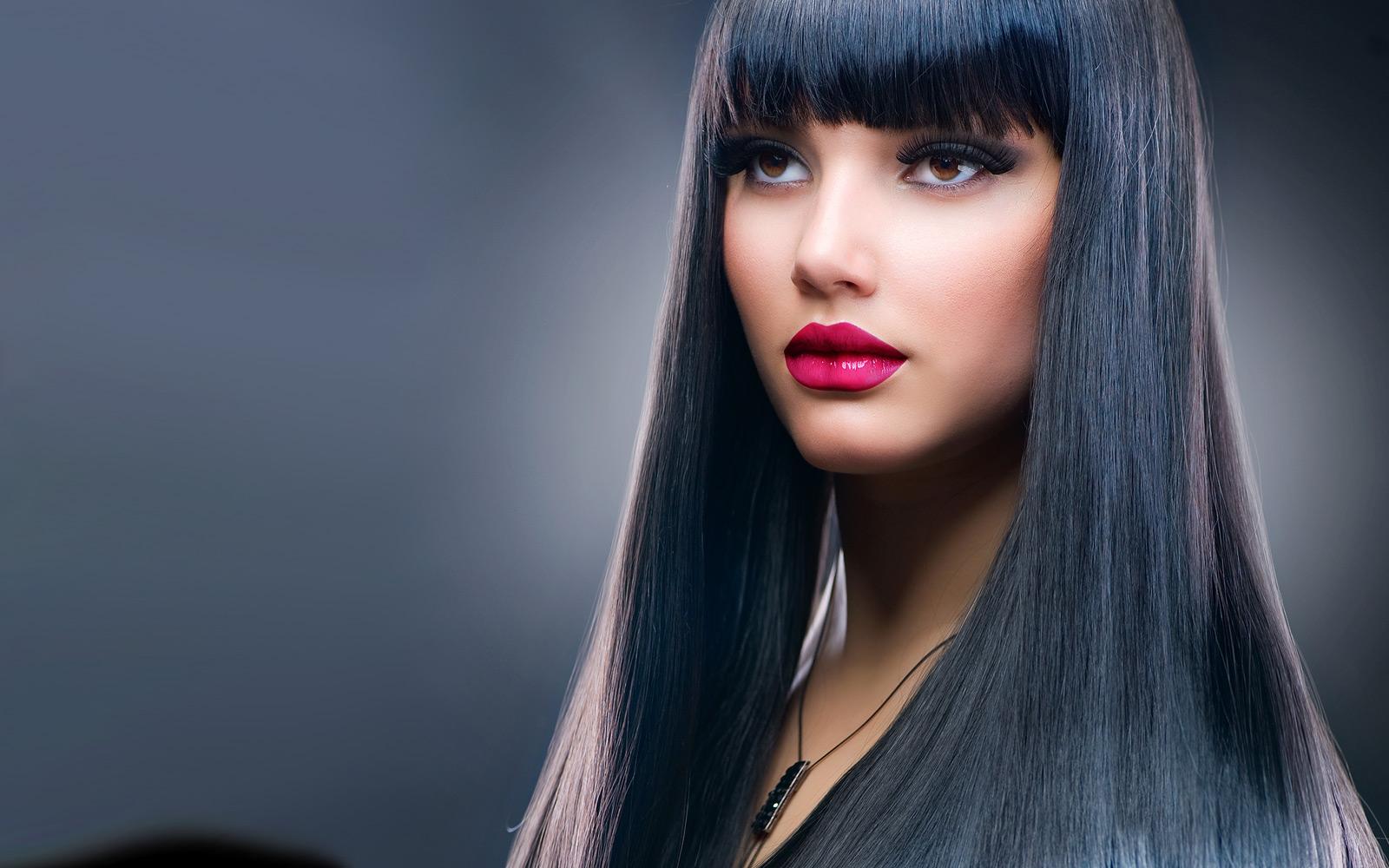 с шикарными волосами онлайн брюнетка